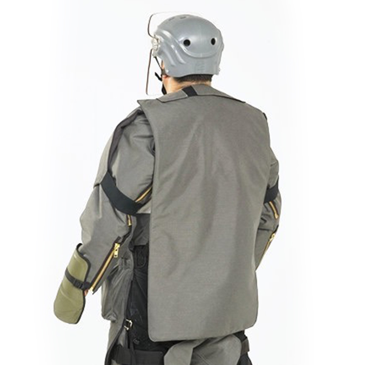 Tenue et casque de déminage LDE et LDH