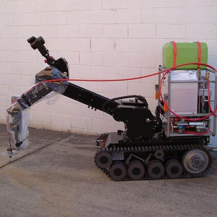 Système de Découpe Abrasive par Jet d'Eau Mini MACE 450 sur robot