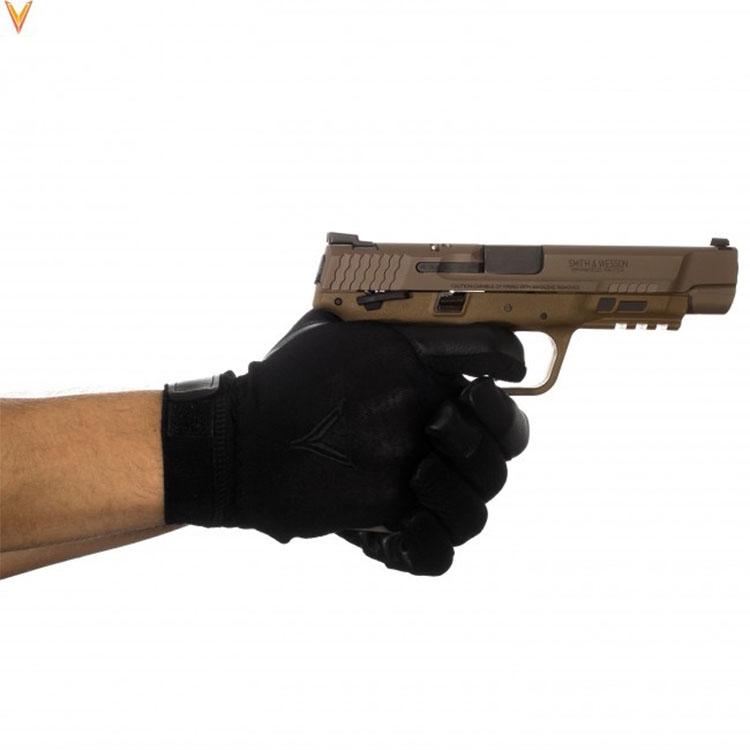 Trigger gloves holding gun