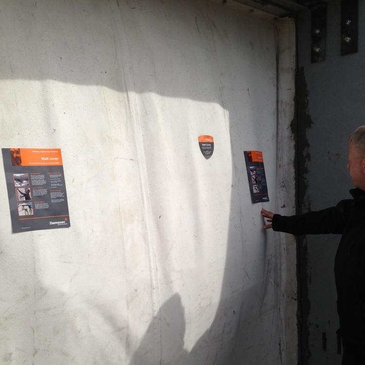 Revêtement mural souple après explosion