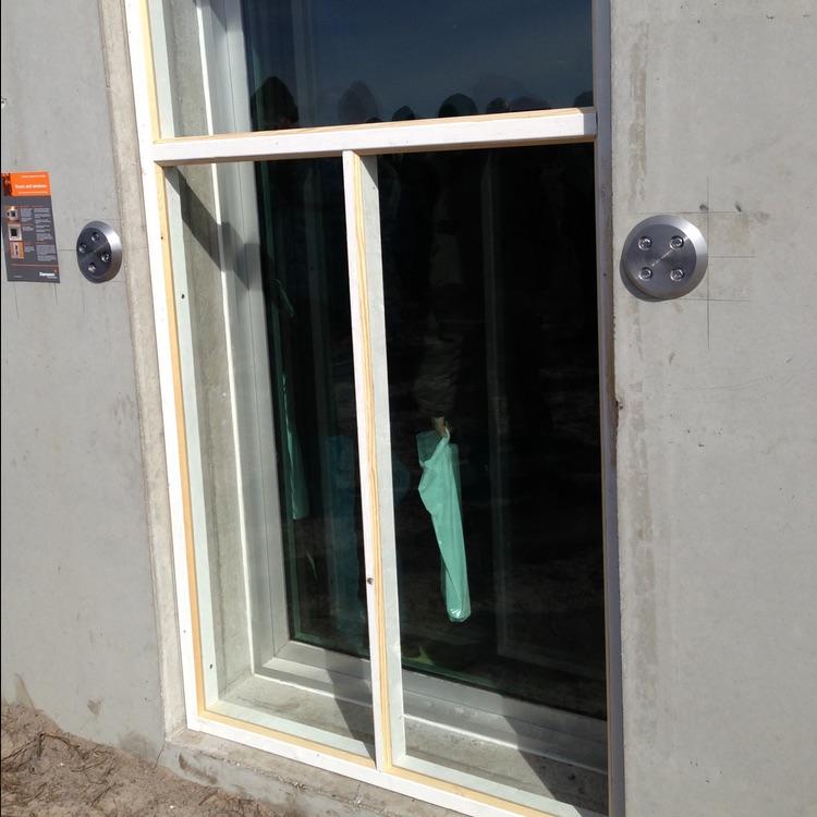 Ressorts d'absorption pour portes et fenêtres avant explosion