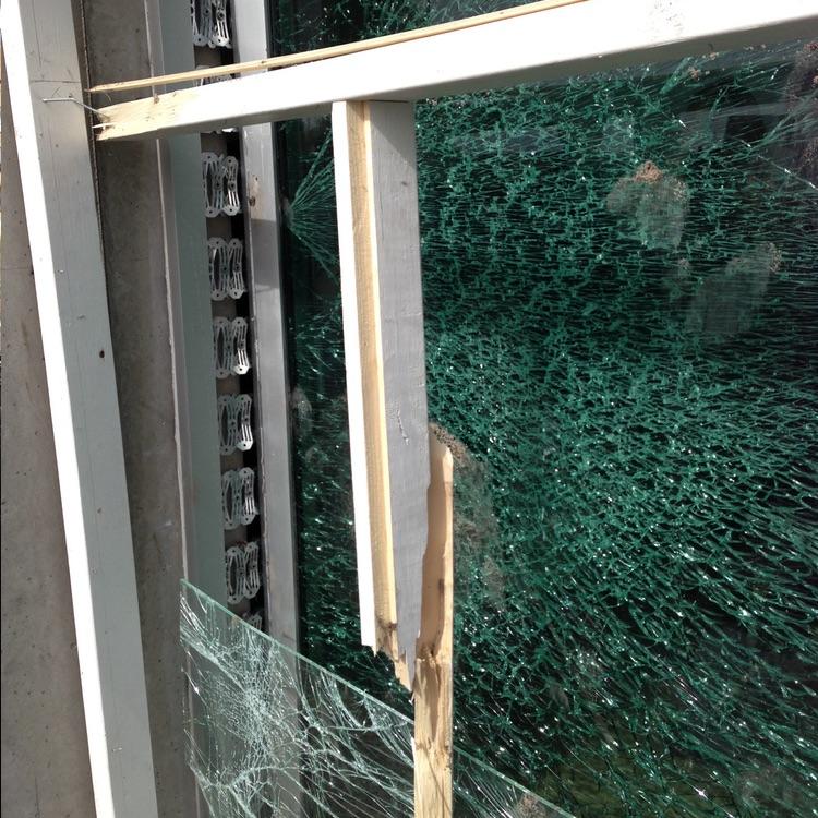 Ressorts d'absorption pour portes et fenêtres après explosion